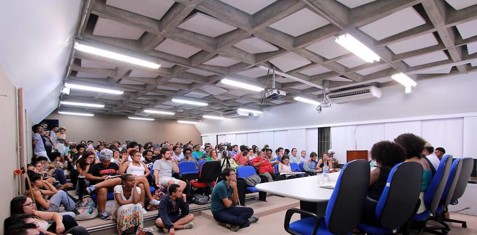 Debate na USP Aborda a Crise Política na Perspectiva dos Movimentos Sociais