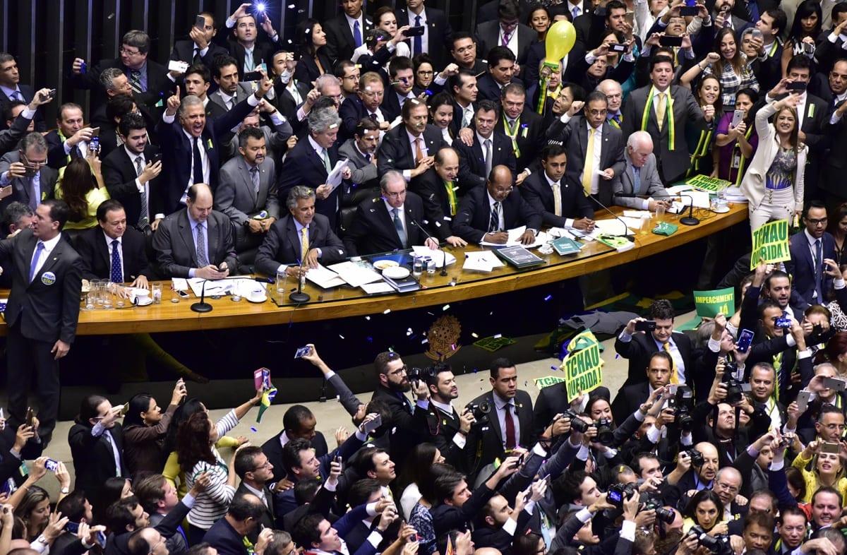 Ao vivo e Sem Cortes – A Opinião de um Aluno Sobre as Votações do Impeachment na Câmara dos Deputados