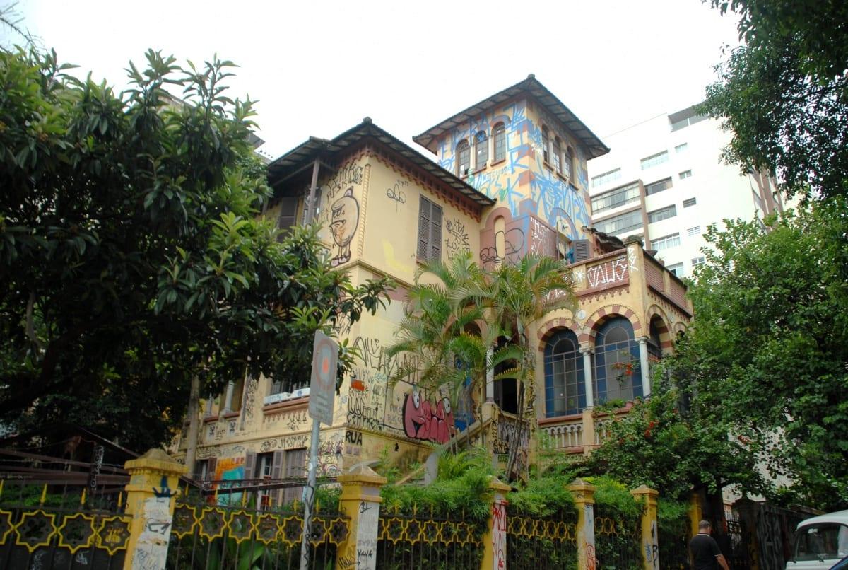 Residentes e Resistentes – A História e a Realidade da Casa Amarela