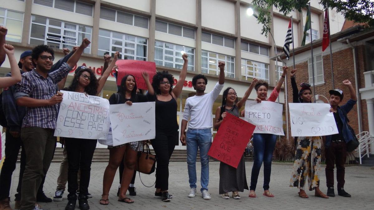 Coletivo Afro Mack Realiza Protesto no Mackenzie e Denuncia Atitudes Racistas