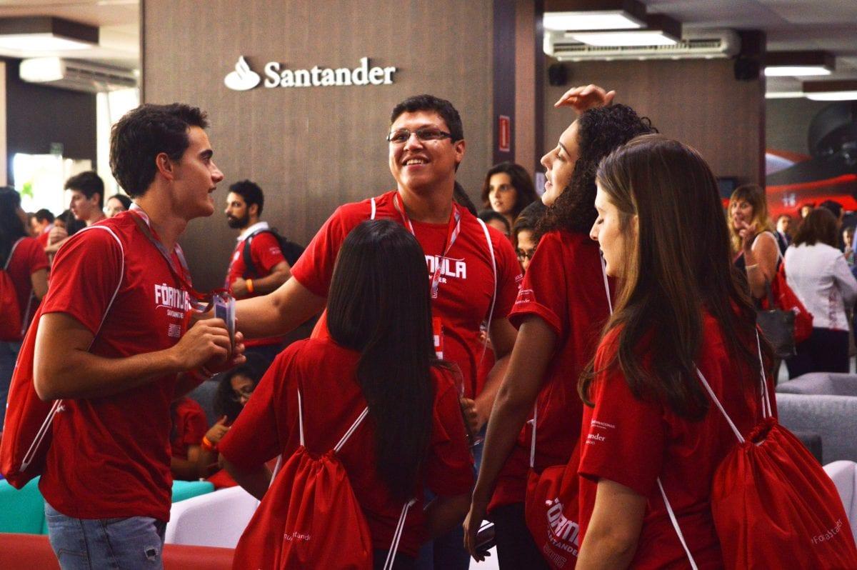 Do Brasil Para o Mundo: Confira Como Foi a Entrega das 100 Bolsas de Estudo Oferecidas pelo Grupo Santander