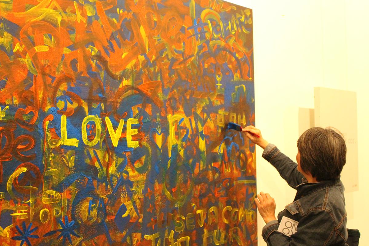 Exposição da Yoko Ono mistura interatividade e temas críticos em suas obras
