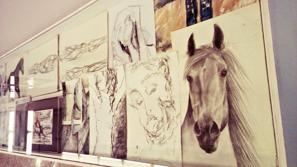 Cadernos de desenhos e rascunhos da artista. Foto: Débora Bandeira