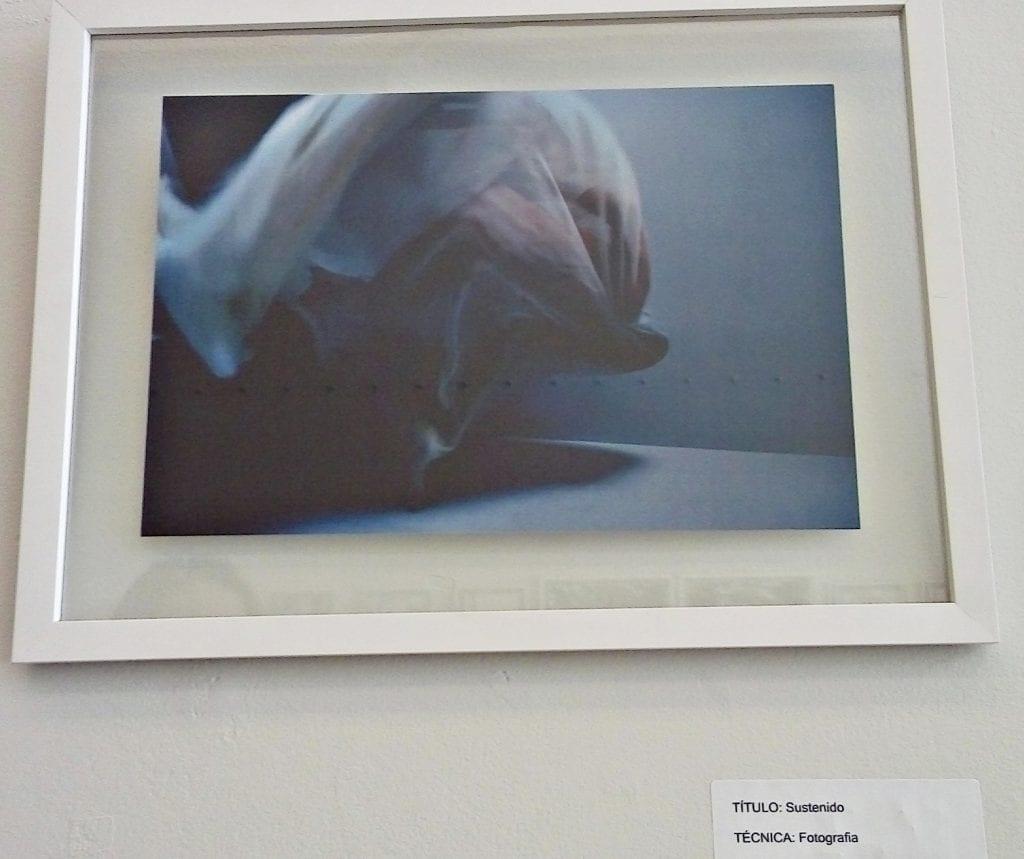 Fotografia em estúdio com uso de lençol. Foto: Débora Bandeira
