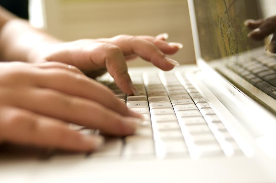 Matrícula em cursos online têm alto crescimento no Brasil
