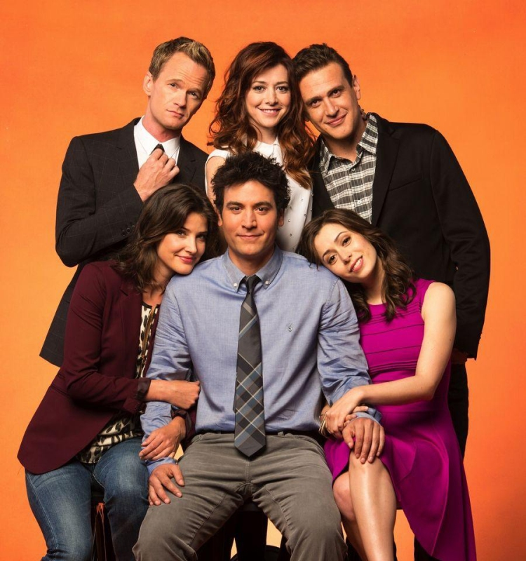 Os seis protagonistas de How I Met Your Mother posam para foto ilustrativa do show.