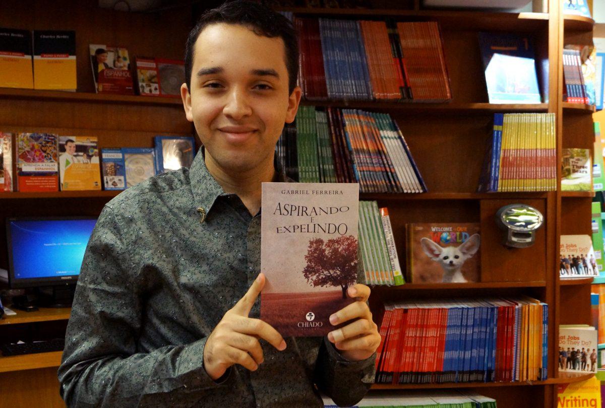 Aspirando e Expelindo – Livro de poesias pelo estudante Gabriel Ferreira