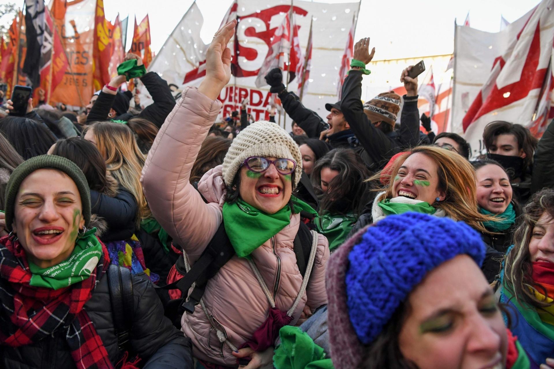 Deputados aprovam lei de descriminalização do aborto na Argentina