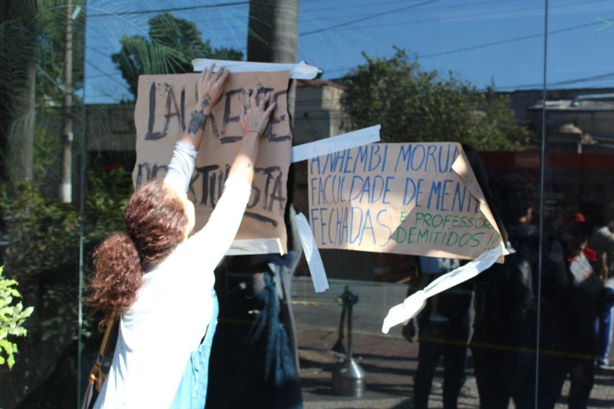 Alunos da Anhembi Protestam contra Demissão em Massa de Professores