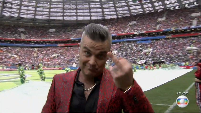 Copa do Mundo: Robbie Williams faz gesto obsceno no show de abertura