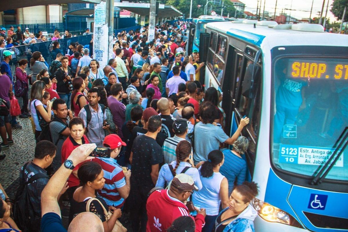 São Paulo: Passagem de ônibus volta a custar R$4,00