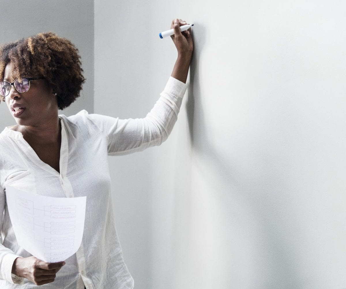 Reflexão: (des)valorização dos professores no Brasil.