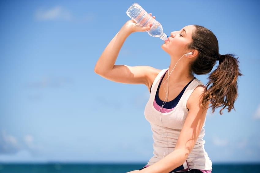 5 Vantagens De Beber Água Regularmente (Incluindo Emagrecer!)
