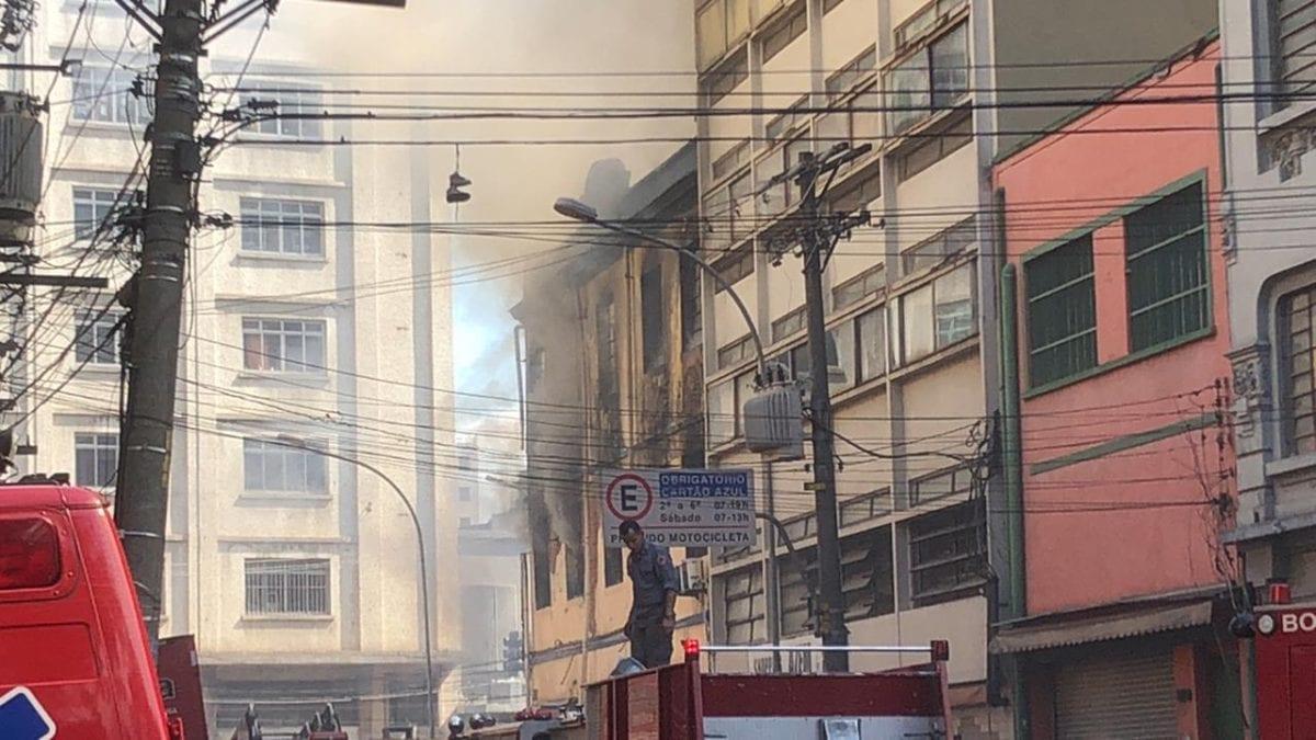 São Paulo: Incêndio na região da 25 de Março
