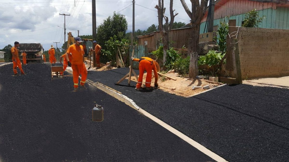 Prefeitura em Paraná vira meme após montagem mal feita de asfalto novo