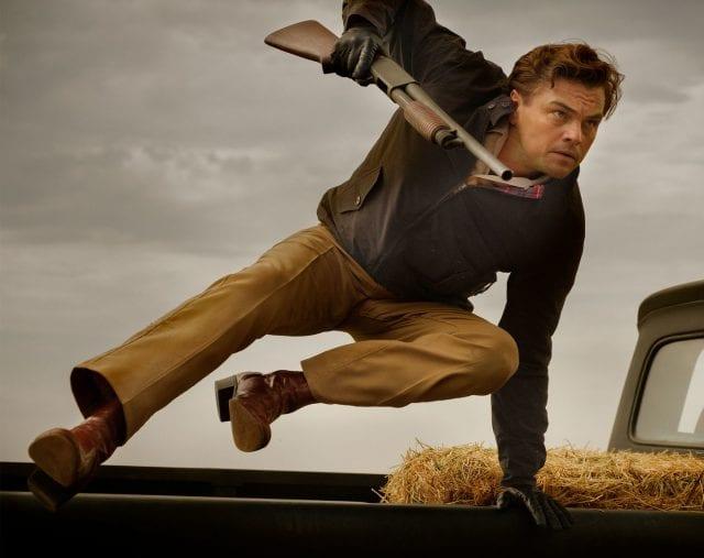Veja as primeiras fotos do filme de Tarantino com DiCaprio e Brad Pitt