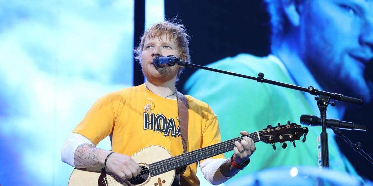 Ed Sheeran lota estádio em São Paulo