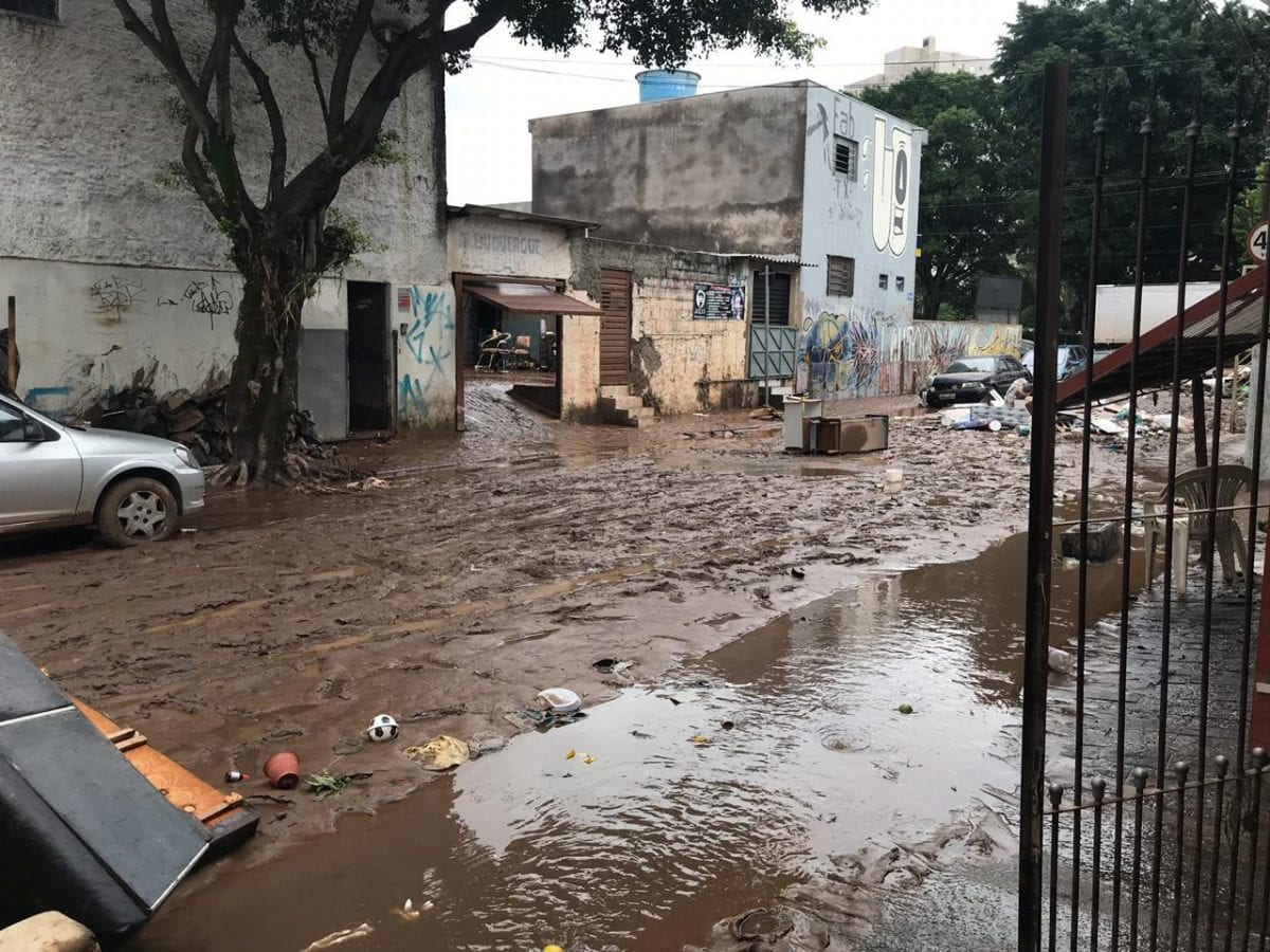 A luta contra o lixo nas ruas do ABC após enchentes