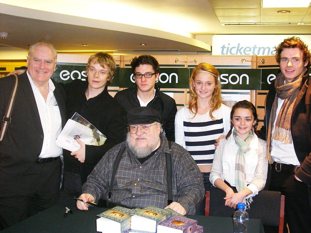 O elenco de Game of Thrones em uma seção de autógrafo dos livros em 2009