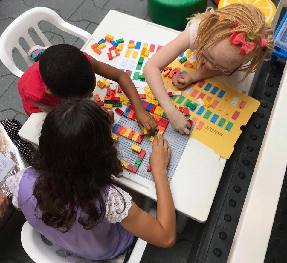 LEGO Braille Bricks: a brincadeira é construir palavras em Braille