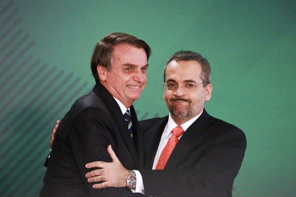 Bolsonaro Menciona Descentralização de Investimentos em Faculdades de Filosofia e Sociologia