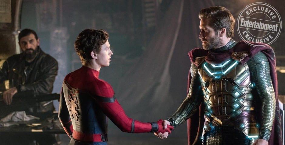 Homem-Aranha e Mystério se cumprimentam em nova foto