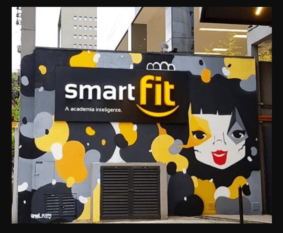 Smart Fit faz aplicações de grafite em suas unidades