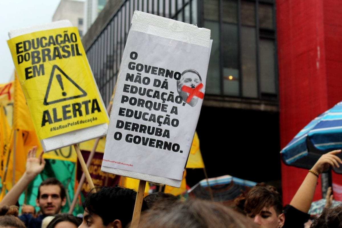 Manifestantes se reuniram na Paulista em grande ato a favor da Educação