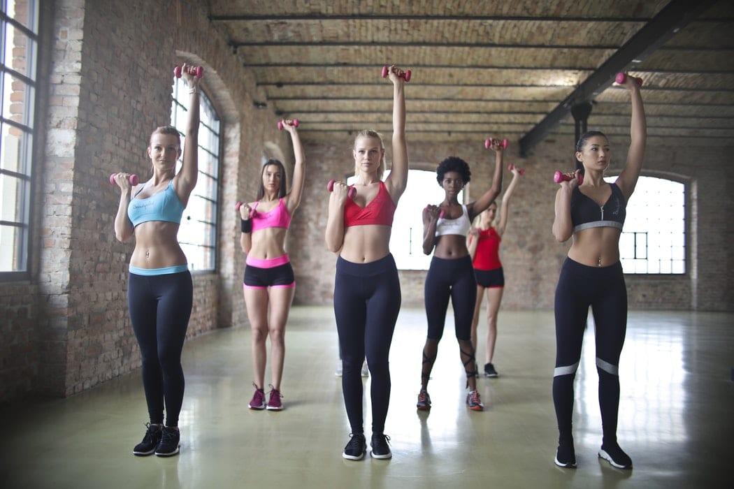 Quanto maior o tamanho dos seios menos as mulheres malham, afirma estudo