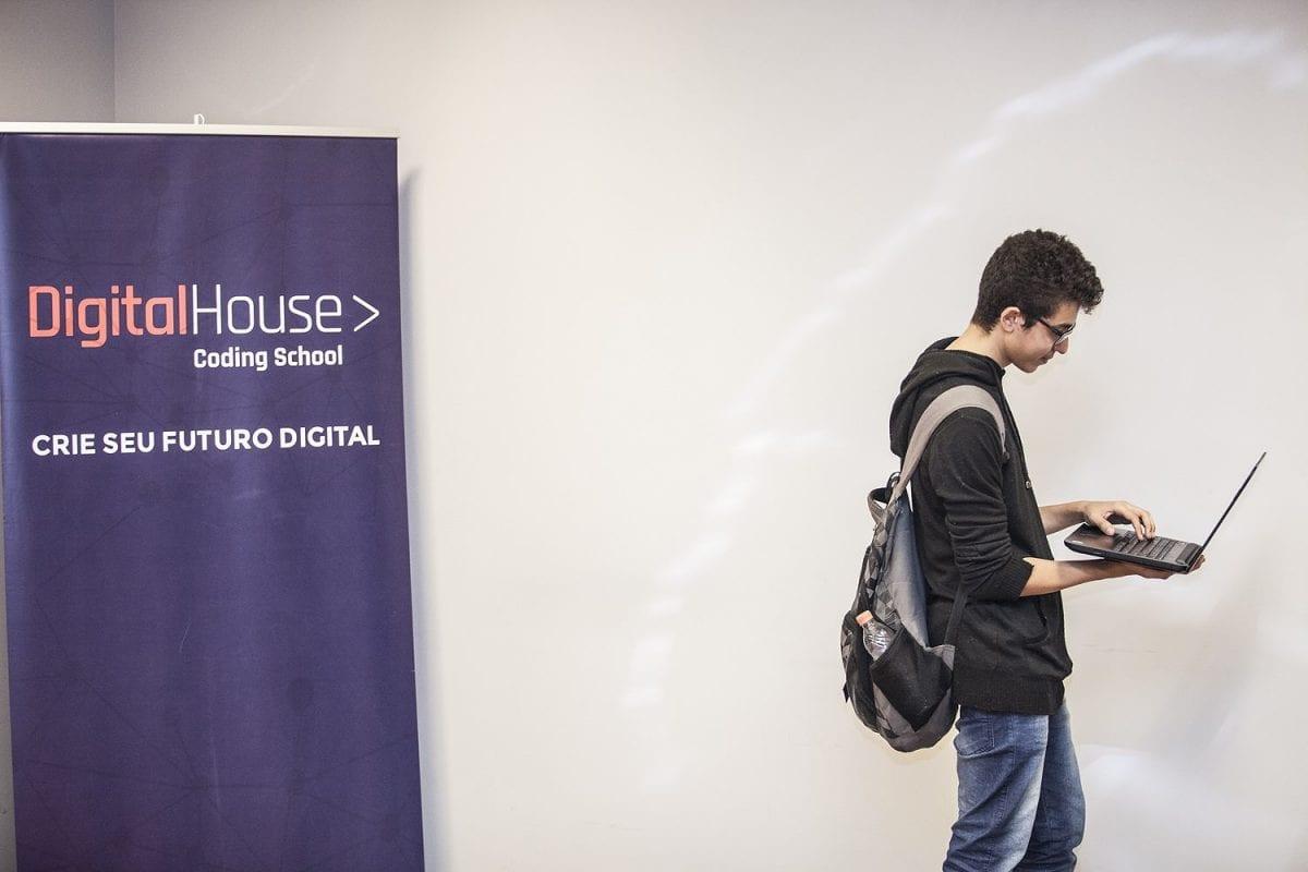 Empresas disputam profissionais em evento na Digital House