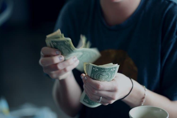 6 dicas para fazer o dinheiro render durante a faculdade