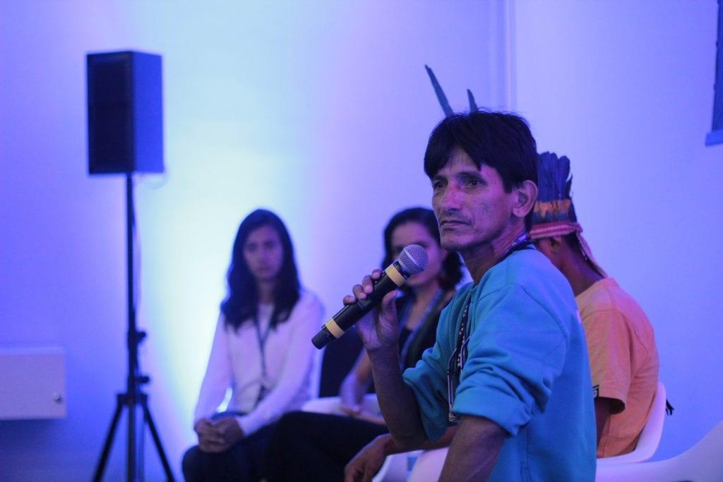 """Olívio Jekupé na palestra """"Educação Indígena para Resistir""""."""