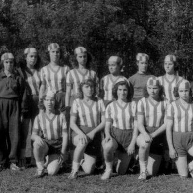 Futebol feminino já foi proibido no Brasil.