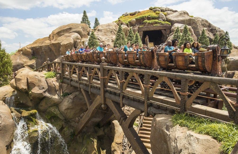 Montanha russa dos 7 anões no Magic Kingdom