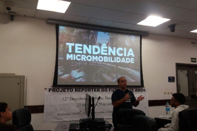 """Police Neto, vereador de São Paulo, vê positividade em trabalho por aplicativo: """"relações mais objetivas e regras menos restritivas""""."""