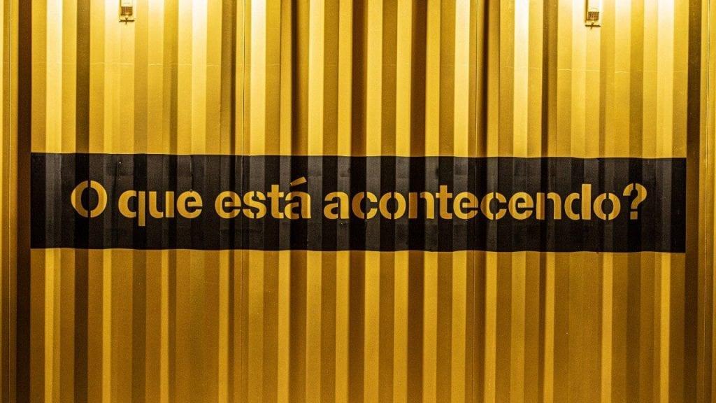 Contêiner amarelo do Twitter para o evento #Tweetups