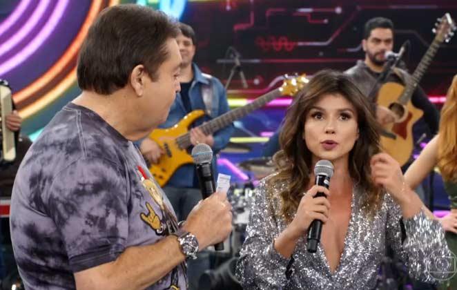 Paula Fernandes no Domingão do Faustão esclarece questionamentos sobre a música Juntos e Shallow Now