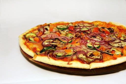 Pizza Vegana: comemore o dia da pizza com uma nova receita