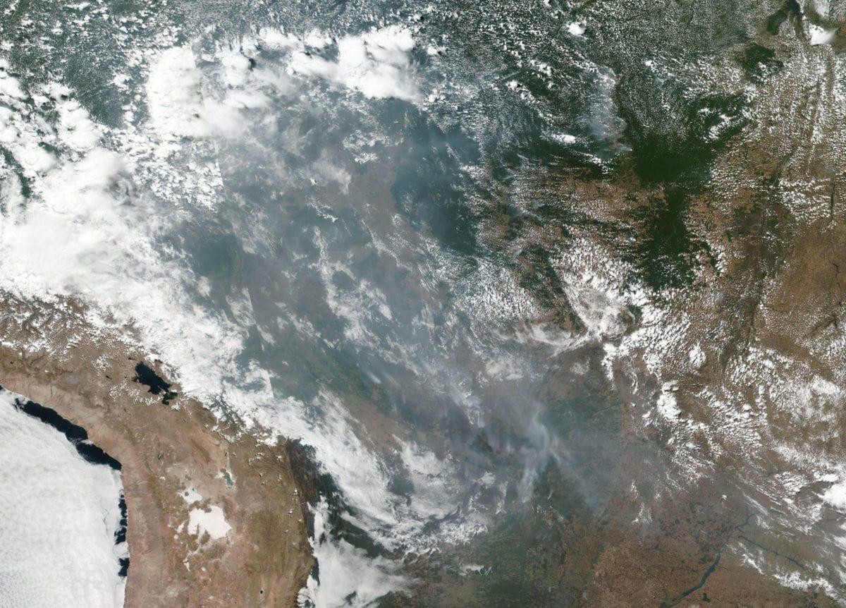 Satélite da Nasa detecta perigo na Amazônia e Bolsonaro comenta queimadas
