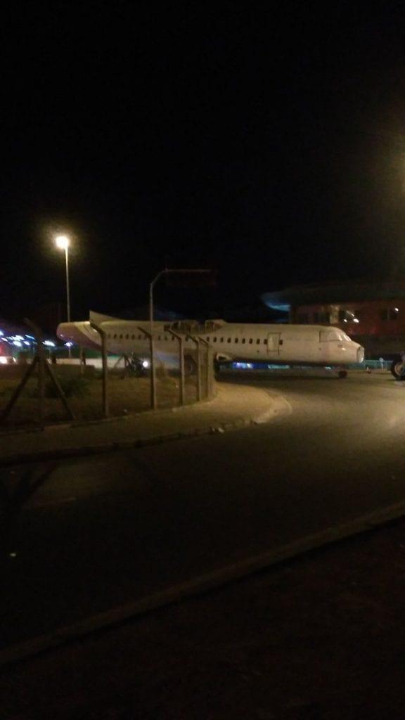 Carcaça de avião cai em Belo Horizonte e assusta moradores