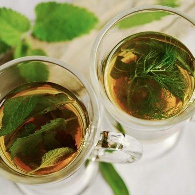 Chá de Hibisco ajuda a emagrecer.