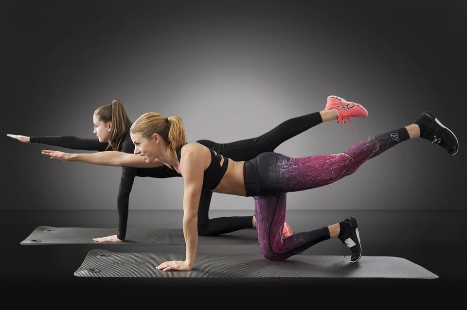 Mulheres se exercitando