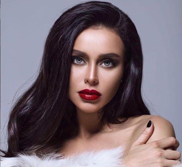 Ex-coelhinha da Playboy, Janna Rasskazova, morre após aplicar detox caseiro