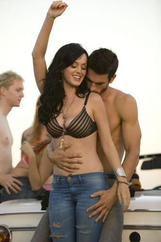 Josh Kloss e Katy Perry em Teenage Dream