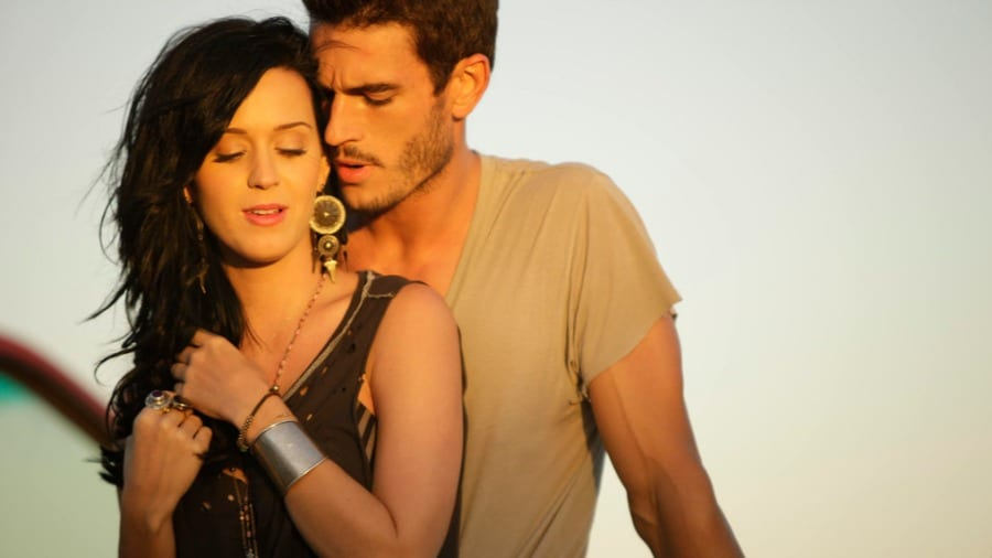 Josh Kloss acusa Katy Perry de assédio sexual após clipe de Teenage Dream