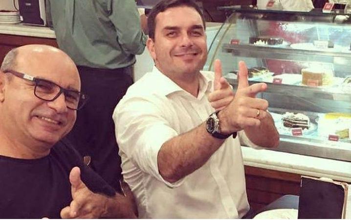 Acharam Queiroz: ex-assessor de Flávio Bolsonaro teria movimentado R$1,2 mi de forma ilegal