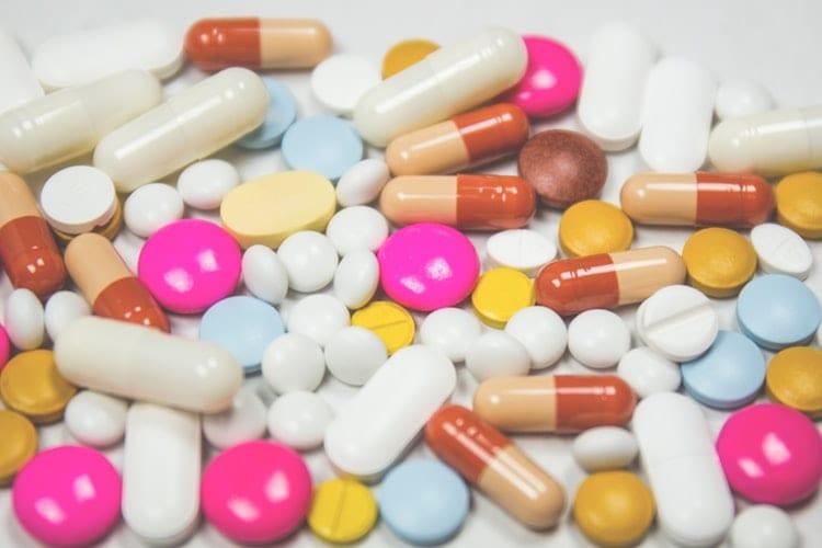 Remédios são drogas legalizadas e, algumas vezes, letais.