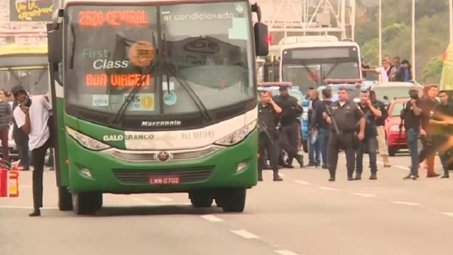 Sequestrador do ônibus na ponte Rio-Niterói morre e Bolsonaro parabeniza policiais
