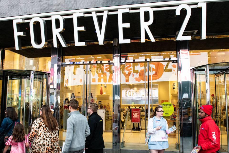 Forever 21 anuncia pedido de falência nos EUA e fecha lojas