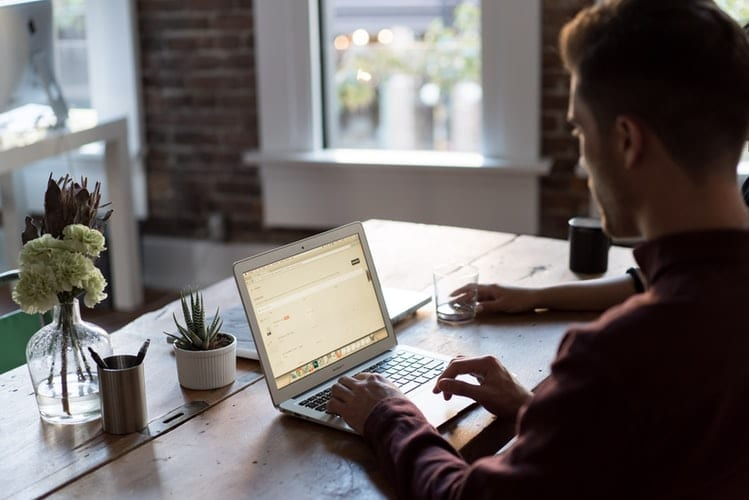Cursos online podem complementar os seus estudos
